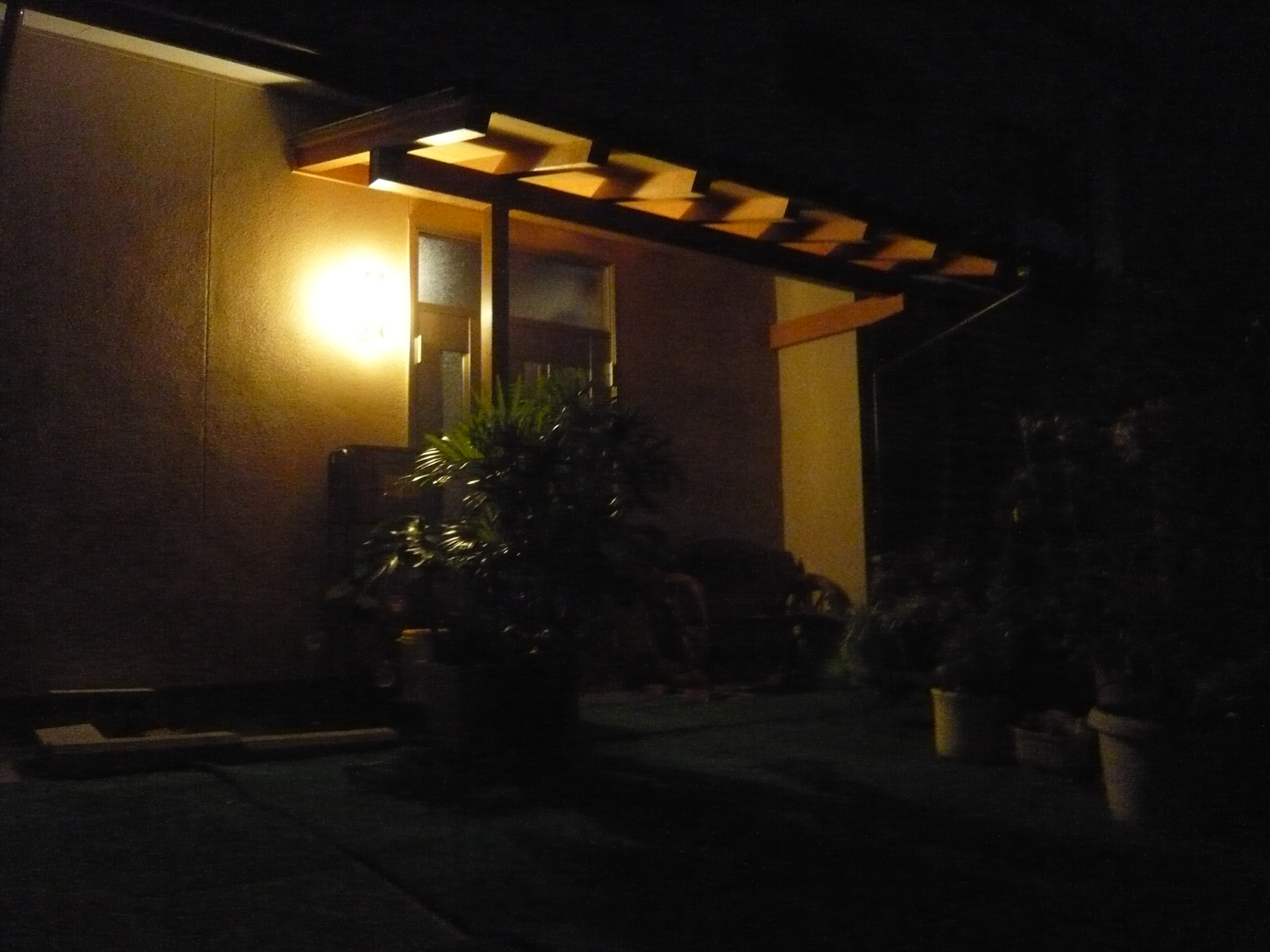 夜のY様邸玄関