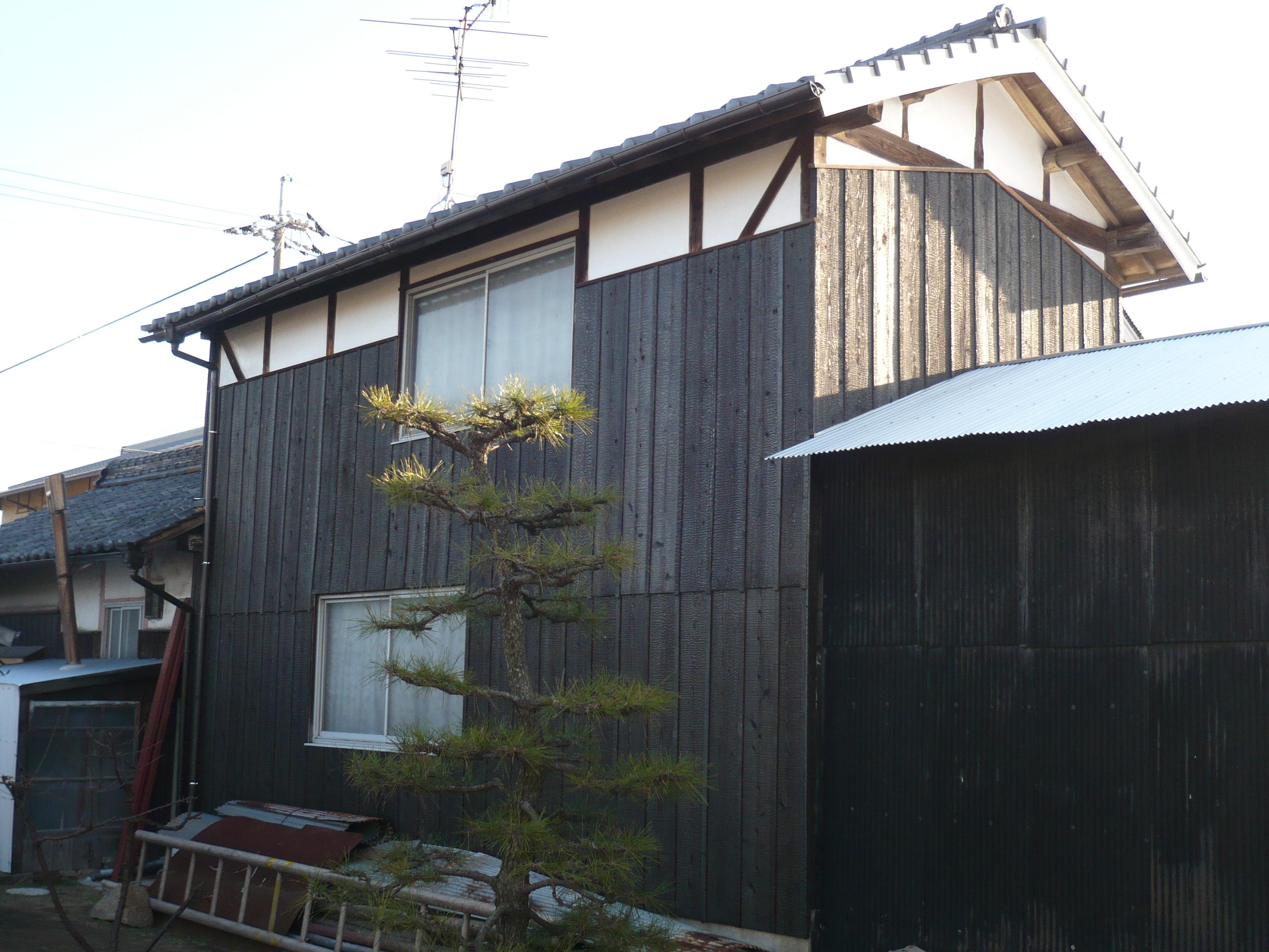 痛んでいた納戸の外壁などを補修することで、まだまだ新品のような建物になります。